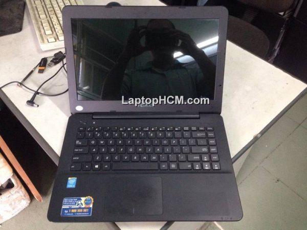 Laptop cu asus x454l